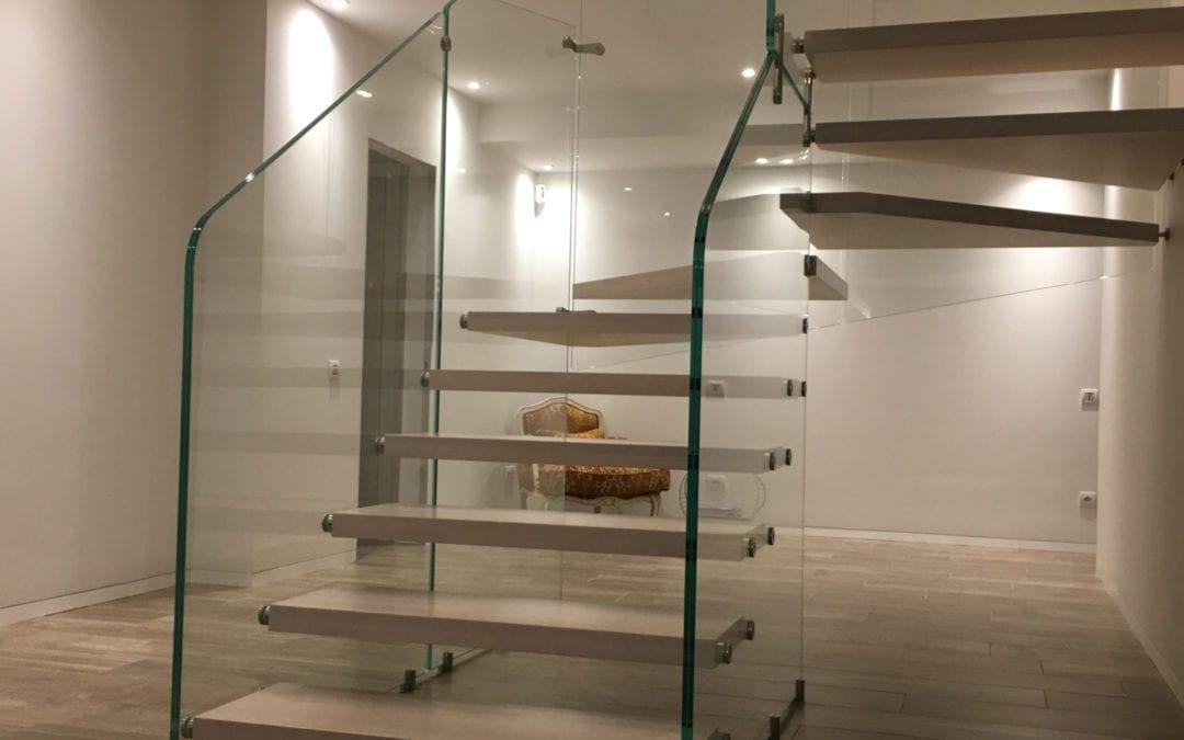 Nueva escalera de cristal instalada en Barcelona