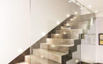 Barandilla pared de cristal, lo último en barandas 2021